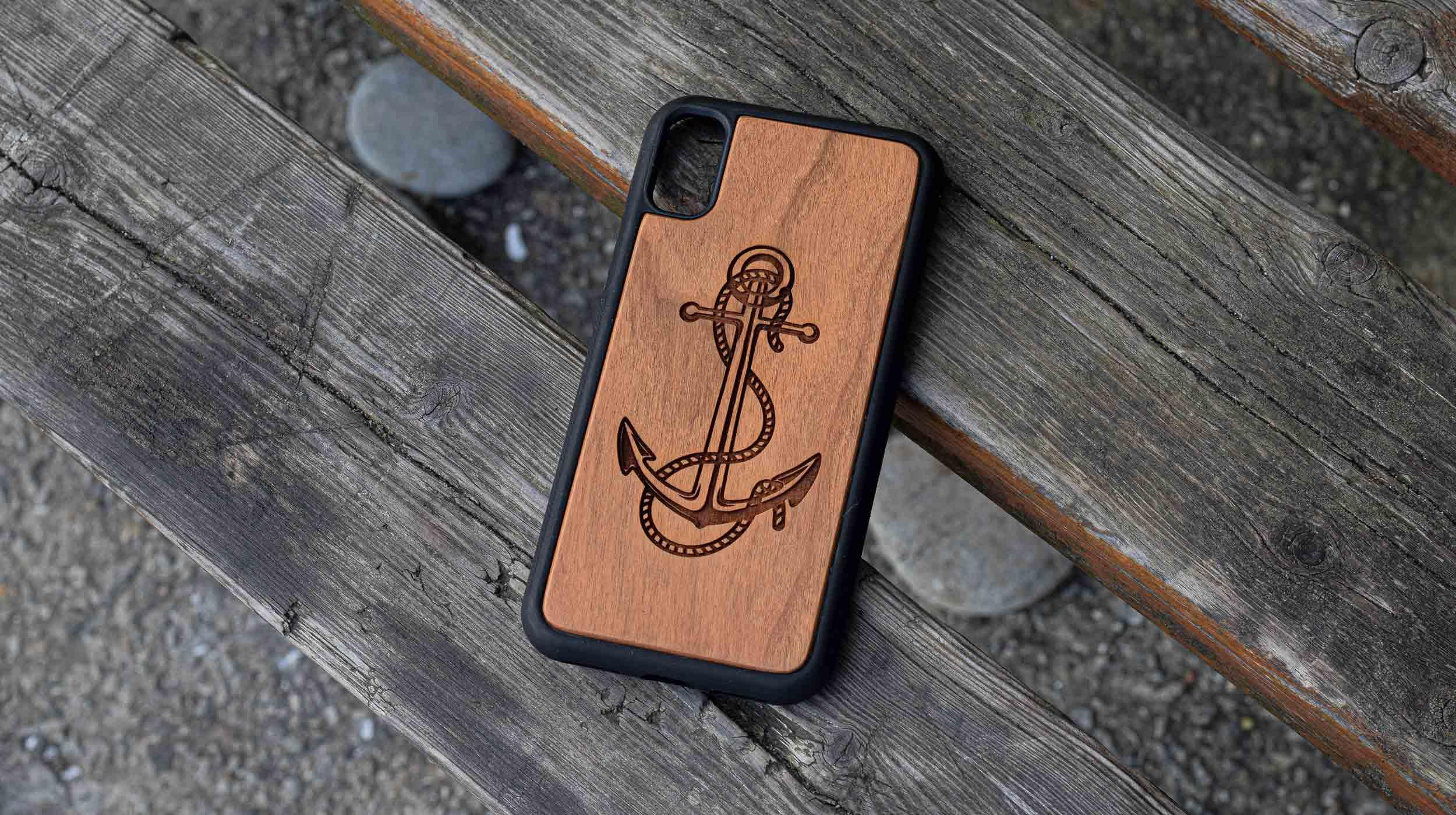 coque en bois iphone gravure ancre marine apdran