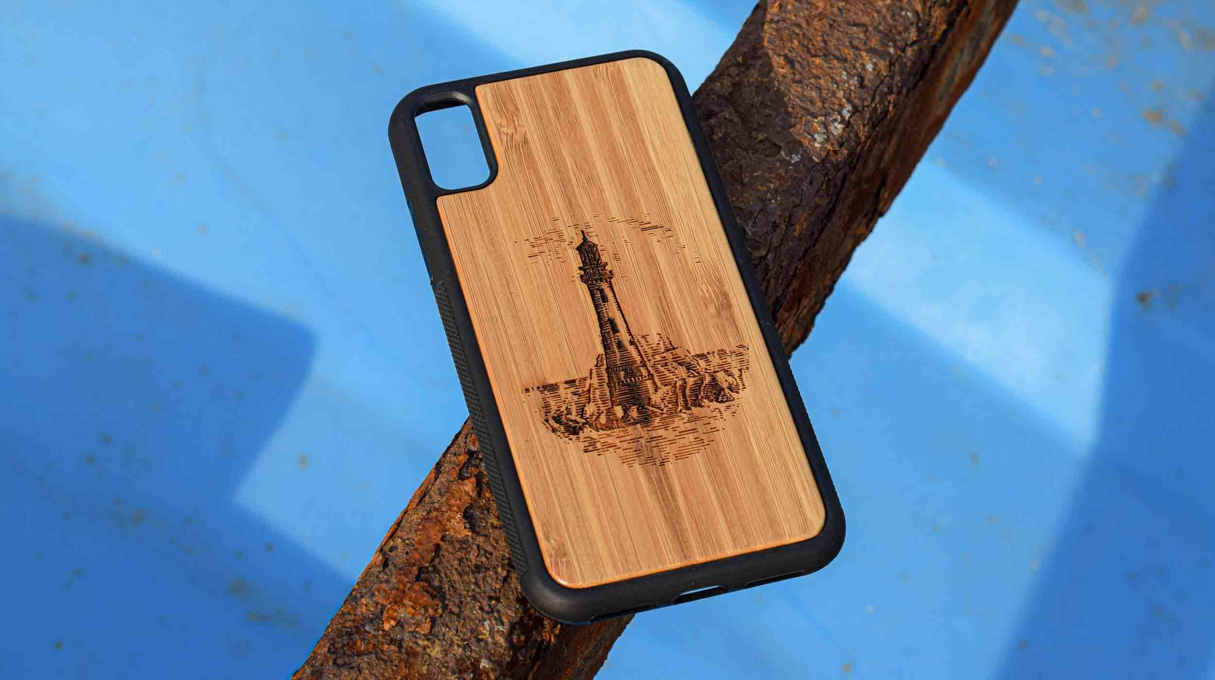 coque en bois iphone gravure phare breton apdran