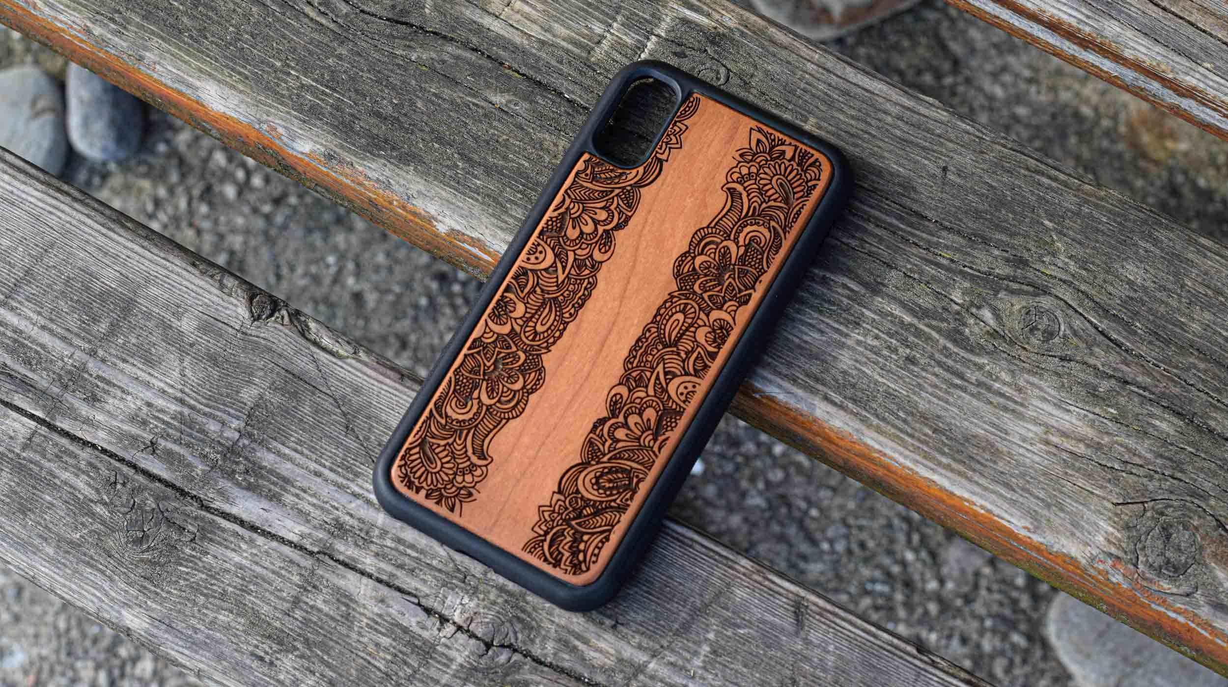 coque en bois iphone gravure plantes tropicales apdran